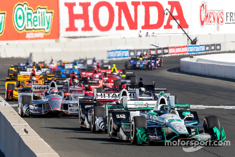Start: Simon Pagenaud, Team Penske Chevrolet leads
