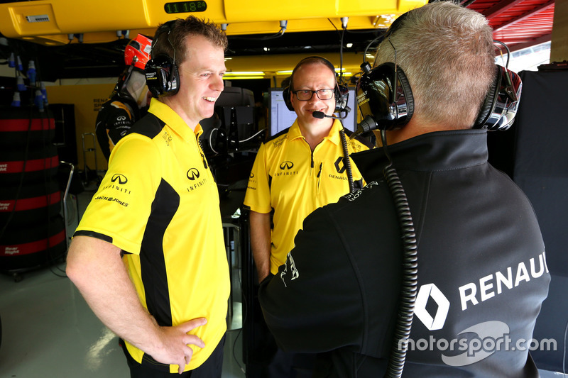 Renault Sport F1 Team engineers