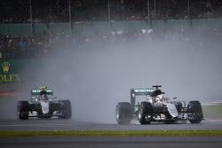 Lewis Hamilton, Mercedes AMG F1 W07 Hybrid lidera a Nico Rosberg, Mercedes AMG F1 W07 Hybri