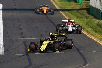Nico Hulkenberg, Renault F1 Team R.S. 19, precede Kimi Raikkonen, Alfa Romeo Racing C38, e Lando Norris, McLaren MCL34