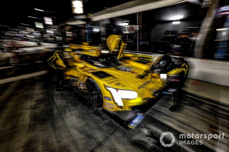 #84 JDC-Miller Motorsports Cadillac DPi, DPi: Simon Trummer, Stephen Simpson, Chris Miller, Juan Piedrahita, pit stop