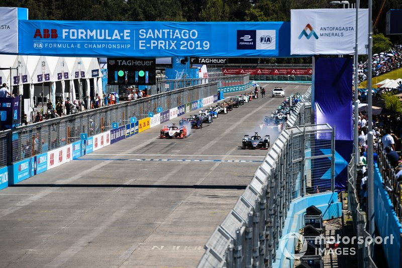 Cars prepare to take their grid slot, with Sébastien Buemi, Nissan e.Dams, Nissan IMO1, Pascal Wehrlein, Mahindra Racing, M5 Electro, on the front row