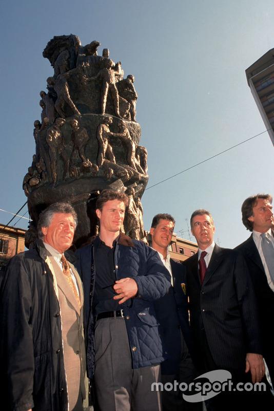 Modena 1998, Piero Ferrari, Mario Andretti, Eddie Irvine, Michael Schumacher, Luca Di Montezemolo, per il 100esimo anniversario della nascita di Enzo Ferrari