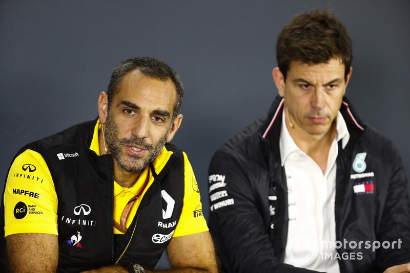 Cyril Abiteboul, Renault Sport F1 Team, y Toto Wolff, Mercedes AMG F1
