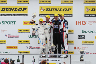 Ricky Collard, WSR BMW, Colin Turkington, WSR BMW y Aiden Moffat, Laser Tools Racing Mercedes A-Class