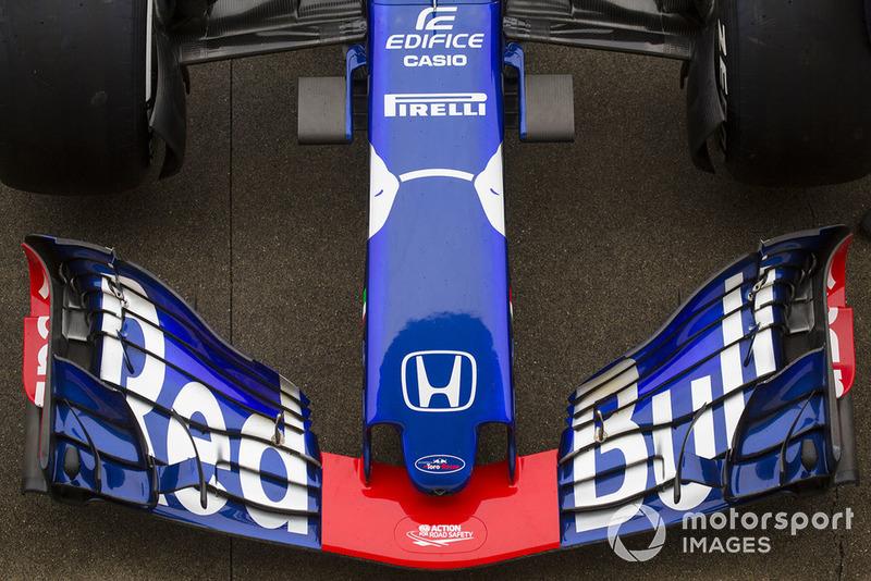 Hidung dan sayap depan Scuderia Toro Rosso STR13