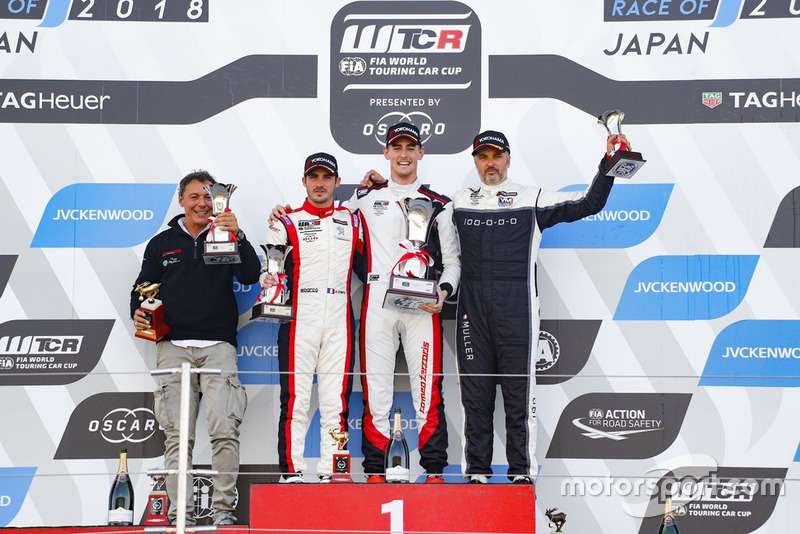 Podio: il vincitore della gara Kevin Ceccon, Team Mulsanne Alfa Romeo Giulietta TCR, secondo Aurélien Comte, DG Sport Competition Peugeot 308TCR, terzo Yvan Muller, YMR Hyundai i30 N TCR