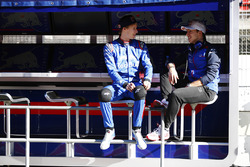 Pierre Gasly, Scuderia Toro Rosso, talks to Brendon Hartley, Scuderia Toro Rosso