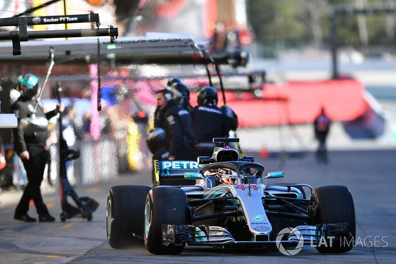 Lewis Hamilton ficou a 0s353 usando pneus ultramacios. Ricciardo utilizou os hipermacios.