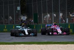 Valtteri Bottas, Mercedes-AMG F1 W09 EQ Power+ and Esteban Ocon, Force India VJM11 battle