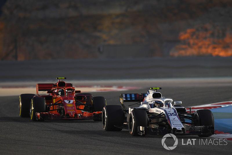 Sergey Sirotkin, Williams FW41 et Kimi Raikkonen, Ferrari SF71H