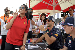 Daniel Ricciardo, Red Bull Racing and Max Verstappen, Red Bull Racing fans photo at the autograph session