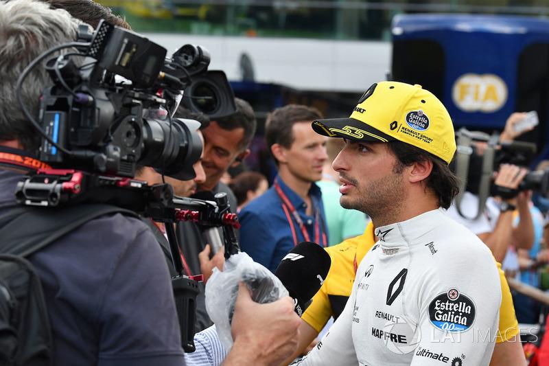 Carlos Sainz Jr., Renault Sport F1, atiende a los medios