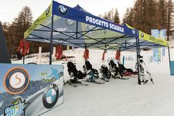 L'attrezzatura speciale che permette ai diversamente abili di sciare