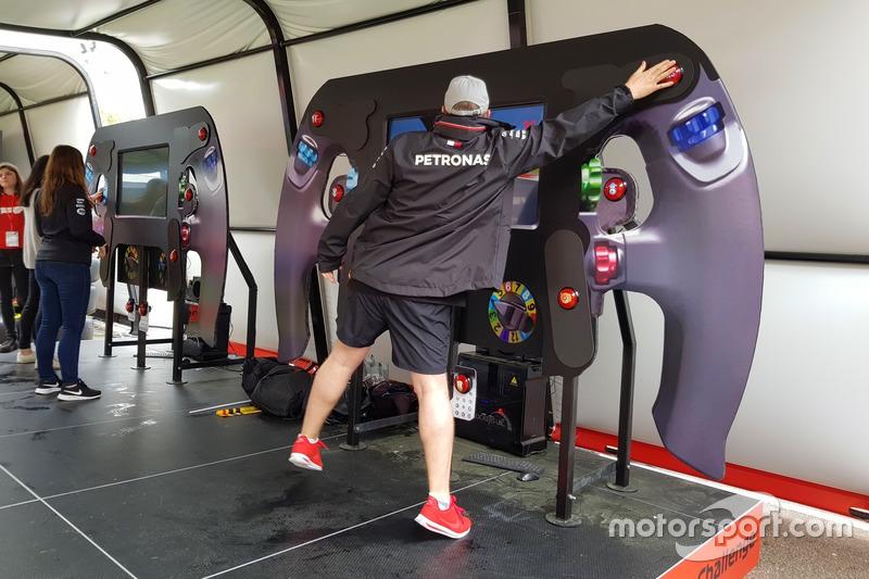 Похожие используют для тренировок гонщики Формулы 1