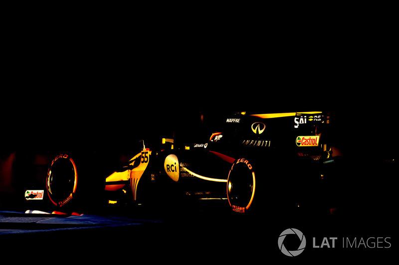 Carlos Sainz au volant de la Renault R.S.17