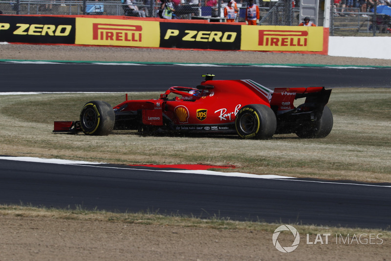 Kimi Raikkonen, Ferrari SF71H, par en tête-à-queue
