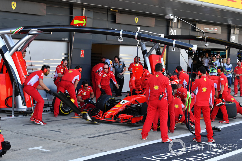 Sebastian Vettel, Ferrari SF71H aux stands