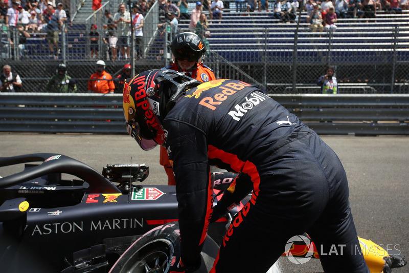 Max Verstappen, Red Bull Racing RB14, dopo l'incidente