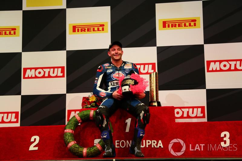 Podio: campeón Lucas Mahias, GRT Yamaha Official WorldSSP Team