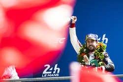 Race winner Fernando Alonso, Toyota Gazoo Racing