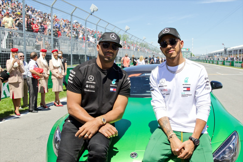 Lewis Hamilton, Mercedes AMG F1 con Russell Wilson