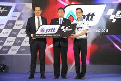 Pau Serracanta ve Sakol Wannapong, Tayland Spor Bakanı ve Auttapol Rerkpiboon, COO, Downstream Petroleum Business Group, PTT
