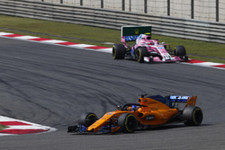 Fernando Alonso, McLaren MCL33 Renault, leads Esteban Ocon, Force India VJM11 Mercedes