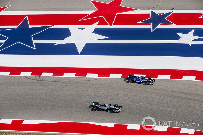 Lewis Hamilton, Mercedes AMG F1 W08, y Pascal Wehrlein, Sauber C36