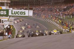 Start: Ayrton Senna Lotus 97T, führt