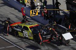 Matt Tifft, Joe Gibbs Racing Toyota, pit stop