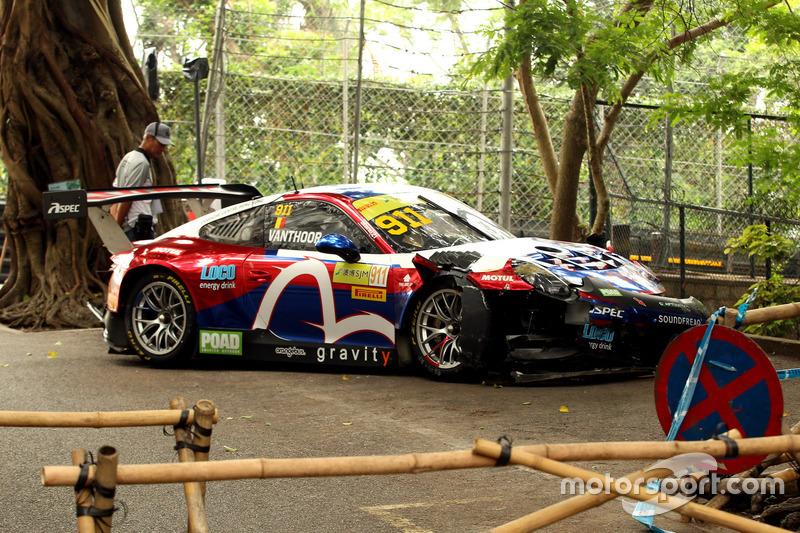 Разбитый автомобиль Porsche 911 GT3R Лоренса Вантхора, Craft Bamboo Racing