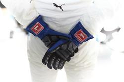 Los guantes de Valtteri Bottas, Mercedes AMG F1