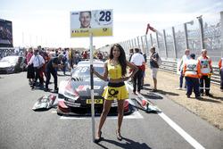 Grid girl van Loic Duval, Audi Sport Team Phoenix