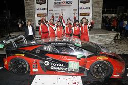 Podio GTD: ganadores Madison Snow, Bryan Sellers, Corey Lewis, Paul Miller Racing