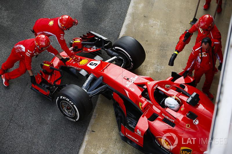 Sebastian Vettel, Ferrari, en el pit lane