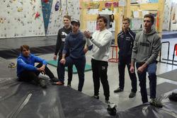 Augusto Farfus, Marco Wittmann, Philipp Eng, Bruno Spengler Philipp Eng e Joel Eriksson davanti alla parete per l'arrampicata