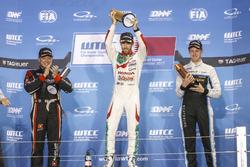 Podium: Race winner Esteban Guerrieri, Honda Racing Team JAS, Honda Civic WTCC, second place Rob Huff, All-Inkl Motorsport, Citroën C-Elysée WTCC, third place Nicky Catsburg, Polestar Cyan Racing, Volvo S60 Polestar TC1