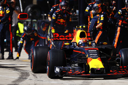 Max Verstappen, Red Bull Racing RB13, pit stop action