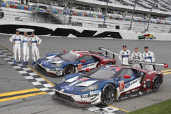 #66 Chip Ganassi Racing Ford GT, GTLM: Дірк Мюллер, Джоі Хенд, Себастьян Бурде, #67 Chip Ganassi Racing Ford GT, GTLM: Райан Бріско, Річард Вестбрук, Скотт Діксон відзначають дубль