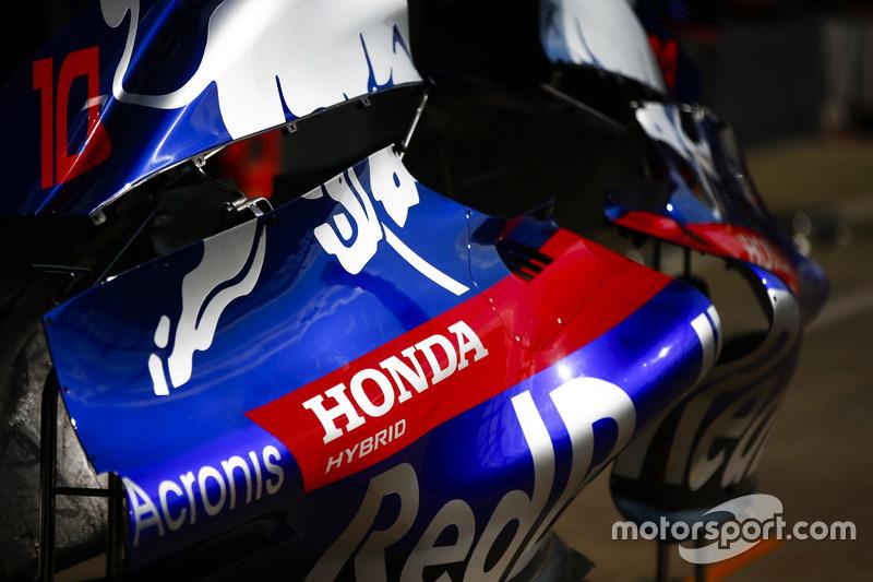 Honda logo on a Toro Rosso STR13