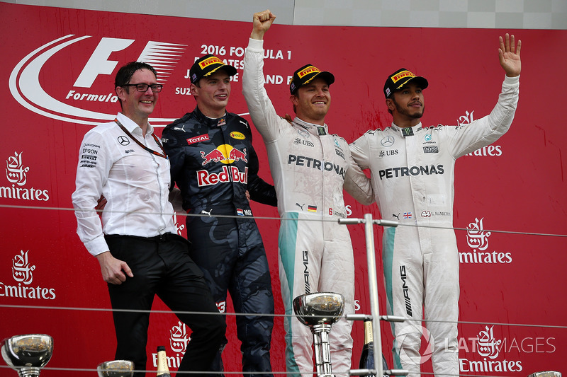 Podio: Andy Shovlin, Mercedes AMG F1Ingeniero jefe, segundo lugar Max Verstappen, Red Bull Racing, ganador de la carrera Nico Rosberg, Mercedes AMG F1 y tercer lugar Lewis Hamilton, Mercedes AMG F1