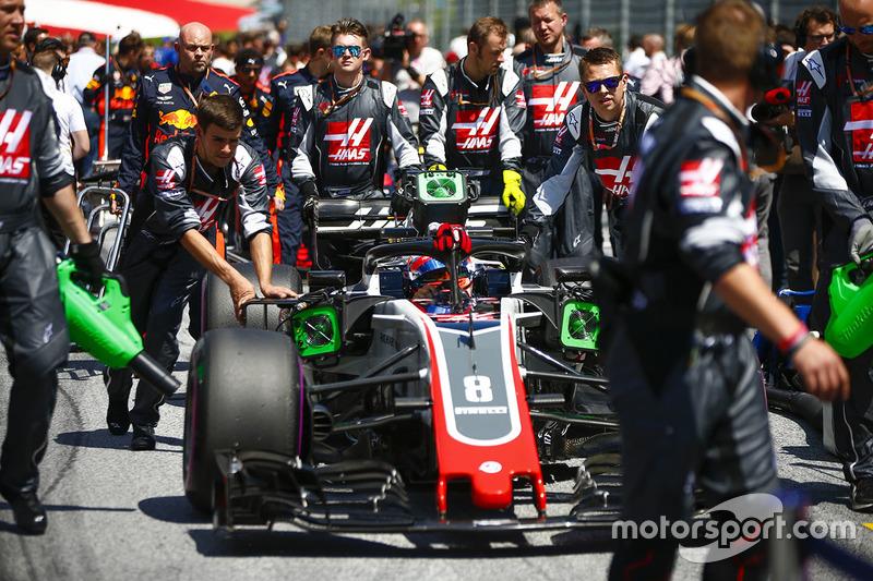 Romain Grosjean, Haas F1 Team VF-18, arrive sur la grille