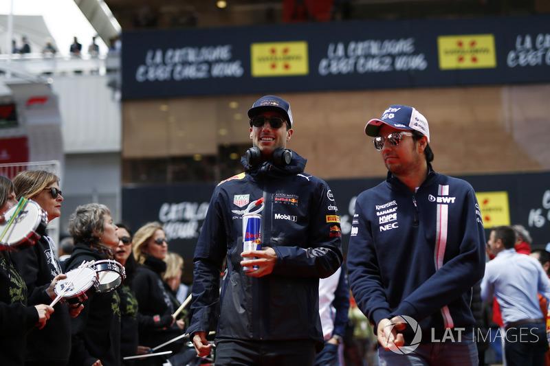 Daniel Ricciardo, Red Bull Racing ve Sergio Perez, Force India pilotlar geçit töreninde