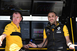 Alan Permane, Renault Sport F1 Team Race Engineer and Cyril Abiteboul, Renault Sport F1 Managing Dir