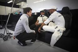 Керівник Mercedes AMG F1 Тото Вольфф, Нік і Льюіс Хемілтони, Mercedes AMG F1