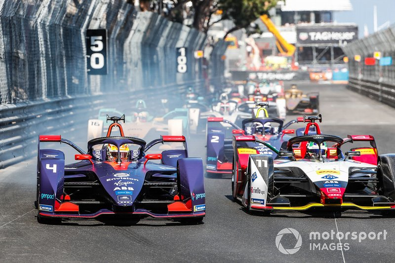 Robin Frijns, Envision Virgin Racing, Audi e-tron FE05 battles with Lucas Di Grassi, Audi Sport ABT Schaeffler, Audi e-tron FE05 at the start