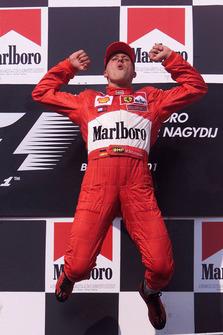 Podio: ganador de la carrera Michael Schumacher, Ferrari
