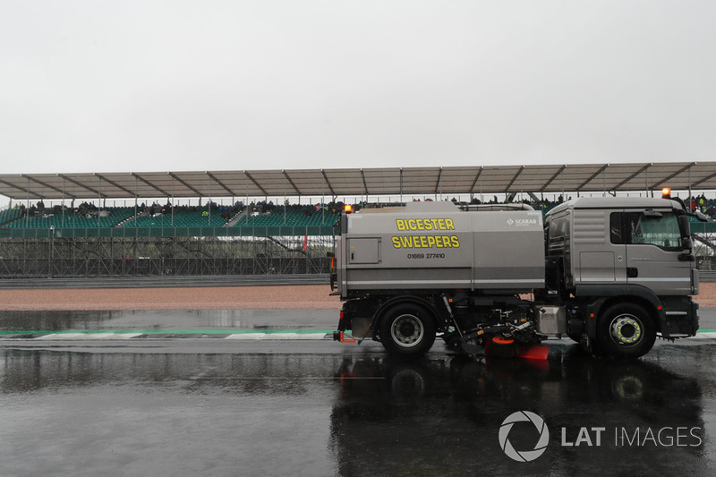 Wet track clearing