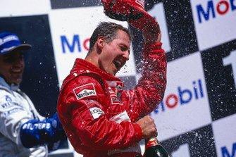 Podio: ganador Michael Schumacher, Ferrari, celebra